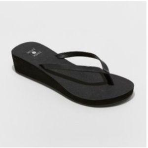 Shade & Shore Size 11 Black Heeled Flip Flops
